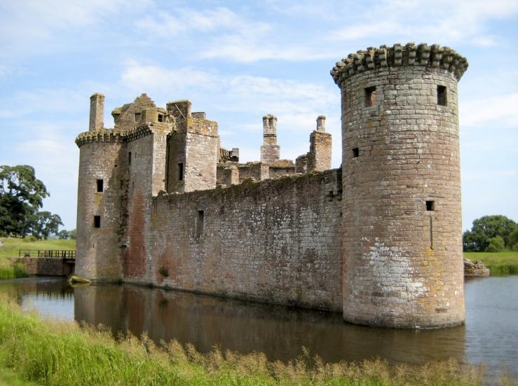 Caerlaverock Castle, by Roland Hanbury (CC-BY-SA-4.0)