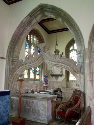 The view from the chancel into the south chapel at Stoke Rochford church, by Acabashi, Wikimedia Commons (CC-BY-SA-4.0)